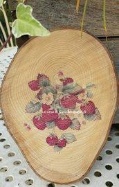Sottopentola o tagliere per dolcetti o formaggi, in legno naturale,decorato con stampa vintage fragole di bosco.