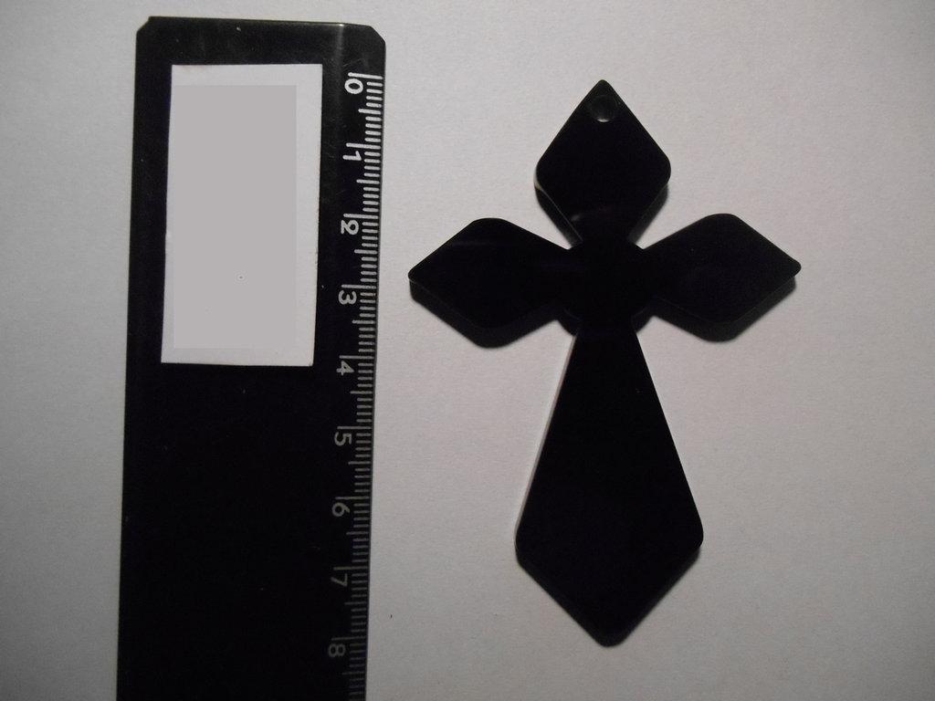 Outlet - ciondolo croce in plexiglass nero