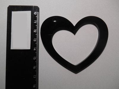 Outlet - ciondolo cuore forato in plexiglass nero