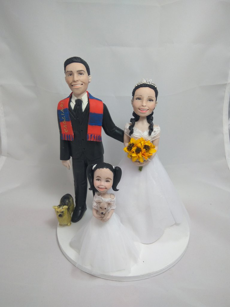Cake topper sposi con bimba e cani