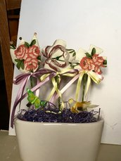 Vaso ovale di ceramica con tris di fiori di stoffa profumati, vaso di fiori, regalo per festa della mamma
