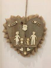 Cuore della famiglia in legno