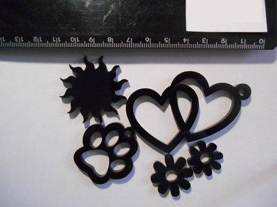 Outlet - lotto 5 ciondoli misti in plexiglass nero