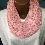 Scaldacollo rosa,coprispalle, sciarpa ad anello regalo di natale,fatto a mano
