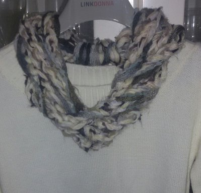 Collana handmade realizzata in misto lana