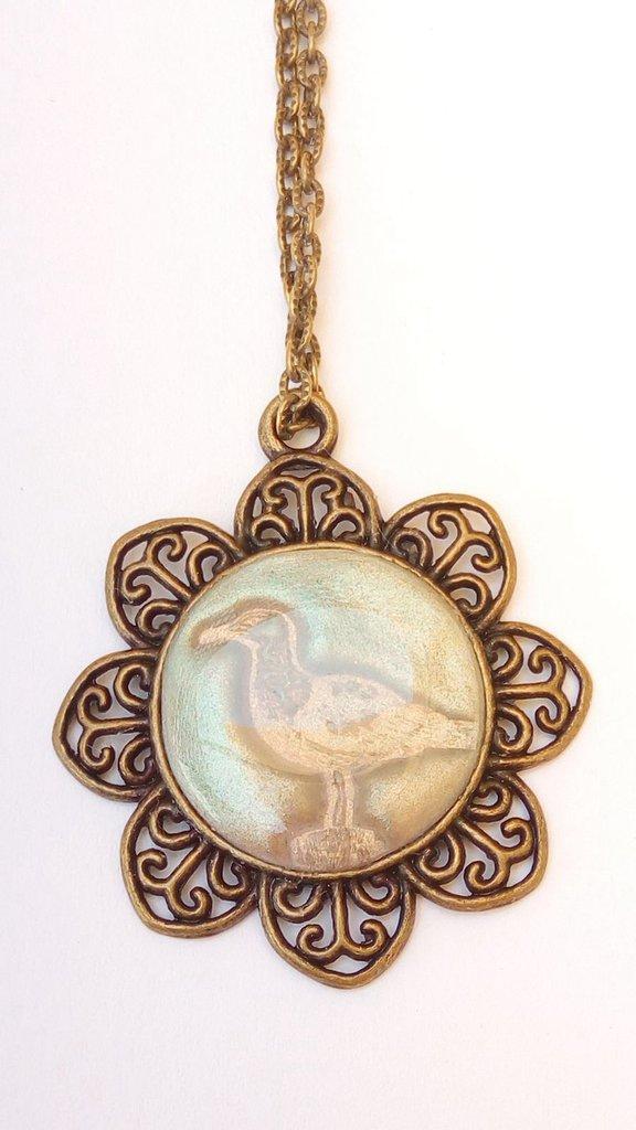 Collana realizzata a mano con pasta polimerica, resina e cammeo bronzo