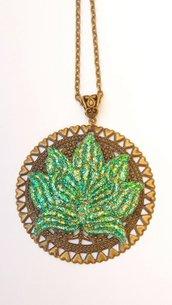 Collana realizzata a mano con resina e filigrana bronzo - Fiore di loto