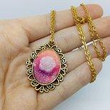 Collana con rosa bianca e sfumature rosa
