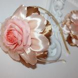 Cerchietto Fascino per le ragazzine Grande fiore Mini Cappellino per le Bambine Fiore Kanzashi oro e rosa Accessori per bambini