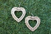 orecchini in legno a forma di cuore