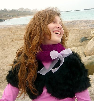 Violet knitted scarf with organza bow