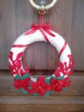 Ghirlanda natalizia bianca e rossa