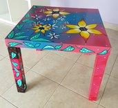 Tavolino dipinto a mano. Originale