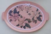 Vassoio in legno rosa decorato