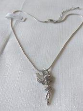 collana con catena in metallo colore argento e ciondolo fatina con strass