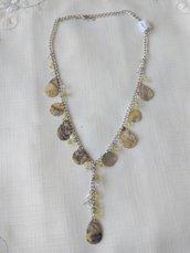 collana con catena e perline di diverse misure