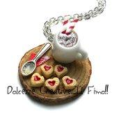 Natale in Dolcezze -  Collana Vassoio tazza di caffè- cappuccino con bastoncini di zucchero e biscotti con marmellata a forma di cuore