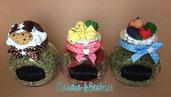 Barattolini portaspezie decorati con elementi realizzati a mano in fimo.