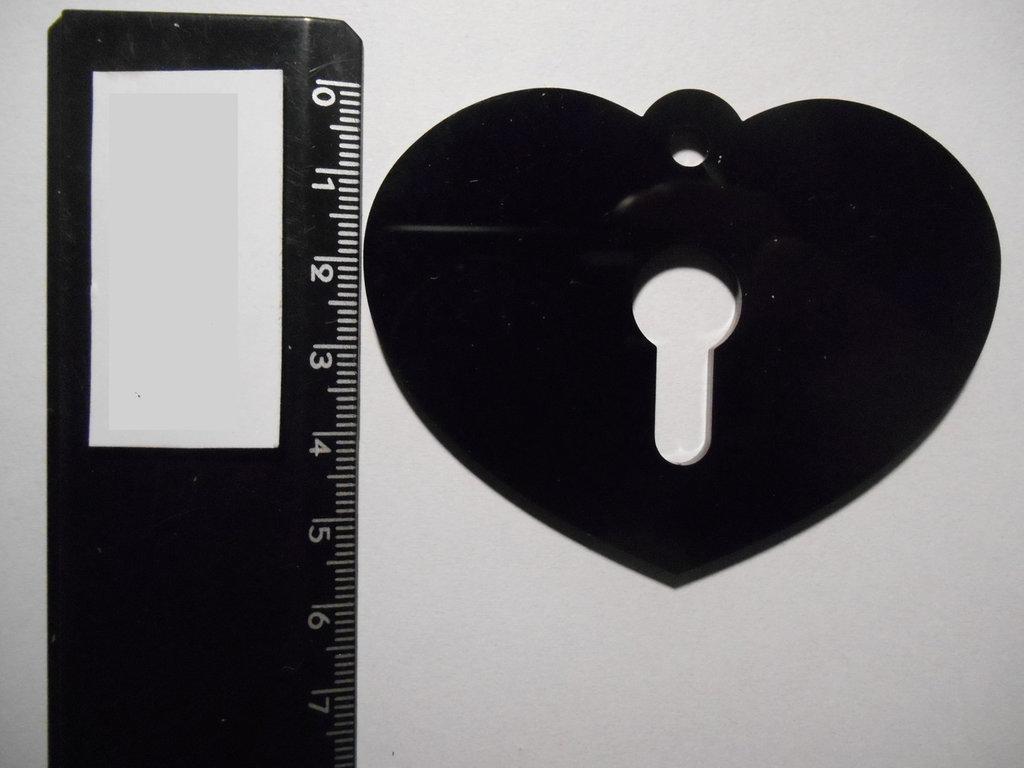 (062) - ciondolo cuore con serratura in plexiglass nero