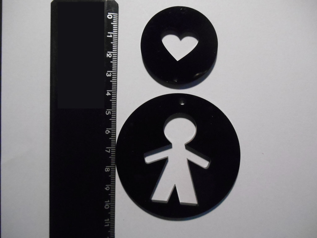 (077) - coppia ciondoli a cuore in plexiglass nero