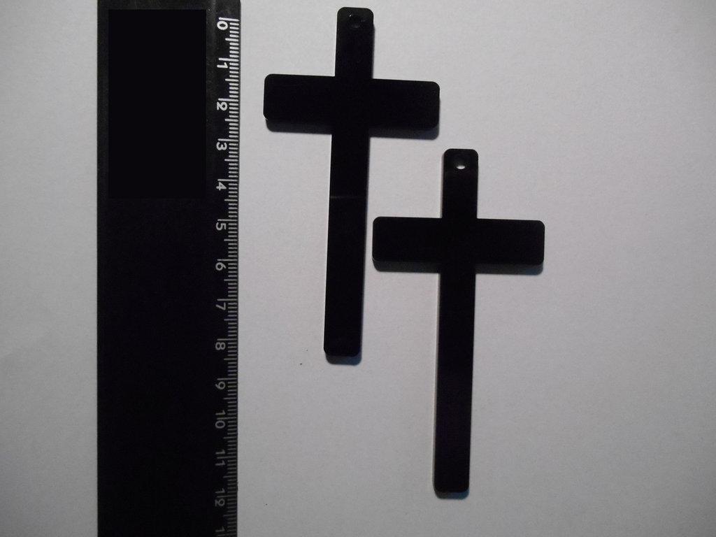 (084) - coppia ciondoli croce grande in plexiglass nero