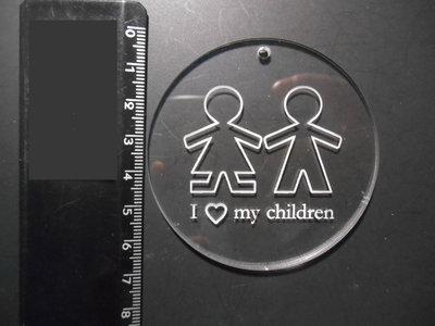 (089) Ciondolo tondo grande con bimbi incisi in plexiglass trasparente