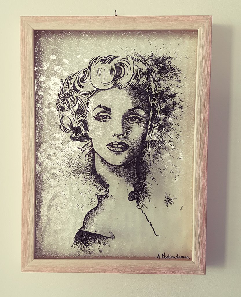 Marilyn Monroe. Ritratto. Incisione su vetro.
