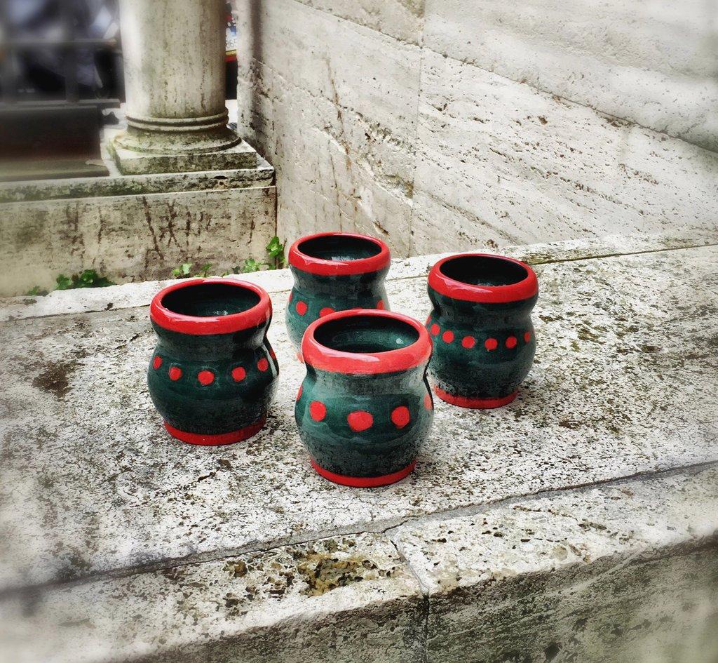 Tazzine da caffè in ceramica, fatte con il tornio, su ordinazione.