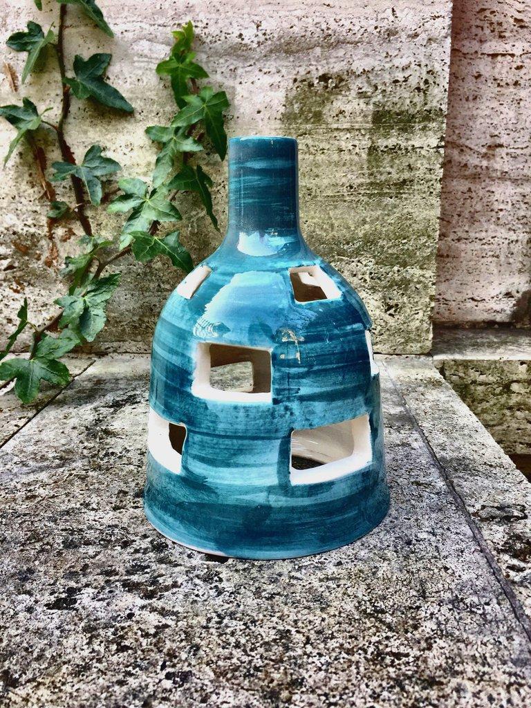 Lampada in ceramica, fatta con il tornio.
