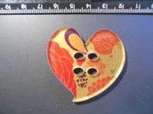 (210) Bottone grande a cuore in plexiglass colorato