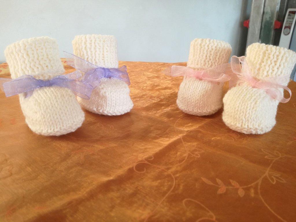 Scarpine di lana merinos ai ferri con nastrino di raso