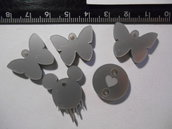 (125) Lotto 5 ciondolini misti in plexiglass argento