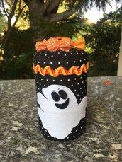 Barattolo rivestito di feltro, decorato con un fantasma e caramelle per halloween