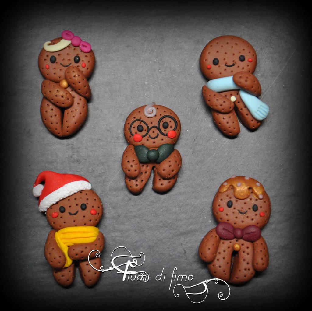 magneti pan di zenzero fimo|pan di zenzero fimo|calamite pan di zenzero|calamite natalizie fimo|decori bigliettini natalizi|calamite fimo