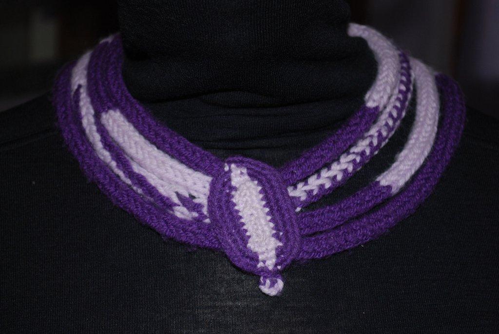 collana di lana viola