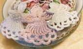 Bomboniera angioletto realizzata ad uncinetto in cotone bianco o rosa