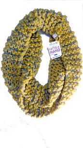 Sciarpa scaldacollo in lana senape e grigio fatta a mano con ferri