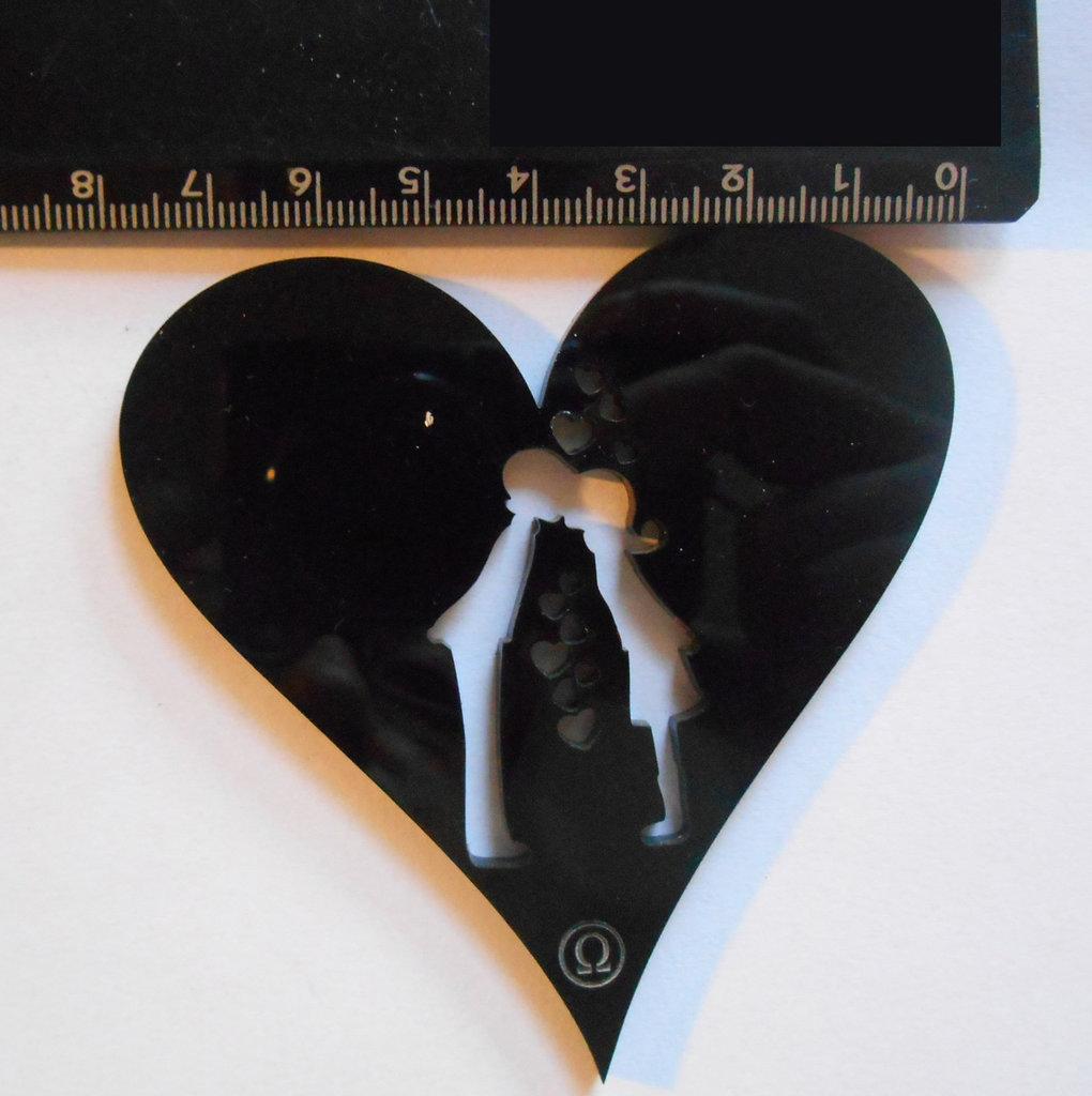 (142) Ciondolo LOVERS a cuore in plexiglass nero