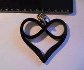 (146) Ciondolo cuore e infinito grande in plexiglass nero