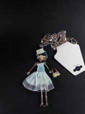 Bambola Dolly con catenina
