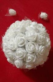 Sfere natalizie ideali per addobbare l'albero di Natale semplici ed eleganti con delle roselline molto delicate di diametro cm10