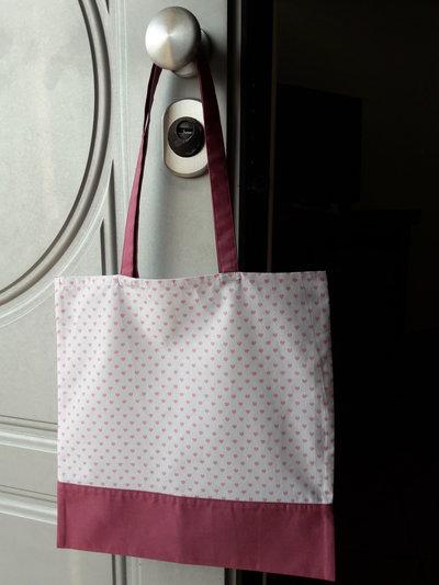 Shopper in tessuto a cuoricini rosa