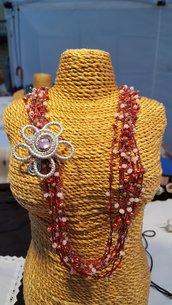 Collana lunga crochet con cristalli e fiore in alluminio