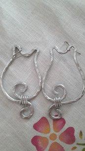 Orecchini gatto2 in alluminio battuto con monachella in acciaio