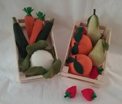 Frutta e verdura di stoffa in cassetta