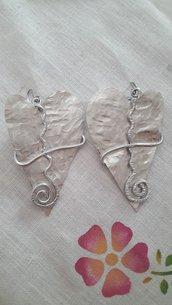 Orecchini cuore in lamina d'alluminio e monachella in acciaio