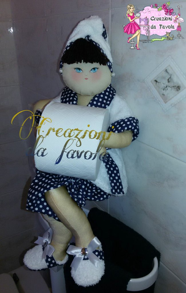 Bambola portarotolo blu e bianca