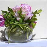 Vaso con fiori color rosa