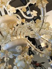 Fiori, pezzi di ricambi in vetro soffiato di Murano per lampadari di Venini e non,  e per specchi Veneziani, con pezzi rotti o danneggiati