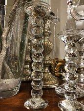 Coppia di candelabri, disponibili anche separatamente, in vetro e cristallo
